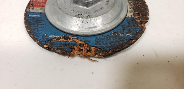 Grinding wheel with large damage – Should not be used